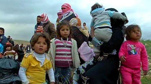تعتقل اللاجئين السوريين أطفال